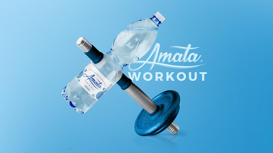 Amata workout: 8 esercizi total body con bottiglie per tornare in forma restando a casa